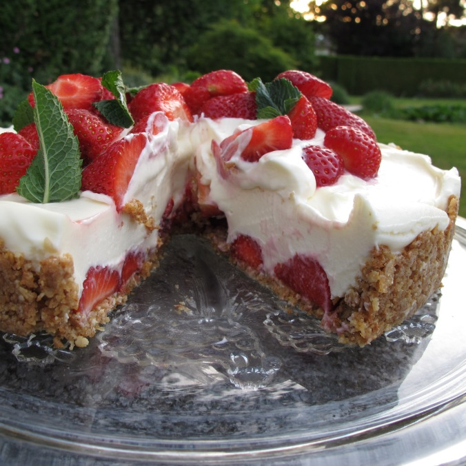 White Chocolate Cheesecake with Straberries - Enjoy!